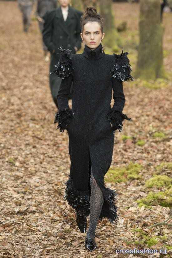 a03ba9aa23e трикотажные платья и костюмные ансамбли — сочетание трикотажа и меха —  серьги из разных комплектов — металлизированные поверхности