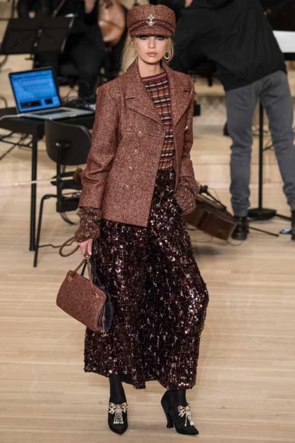 50428165803 Ниже представлены лучшие фотографии с показа Chanel Métiers d Art осень-зима  2018 2019 и фото знаменитых гостей! Среди них  Кристин Стюарт